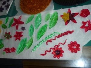 fleurs en pâte d'amande et sucre p1020328-300x225